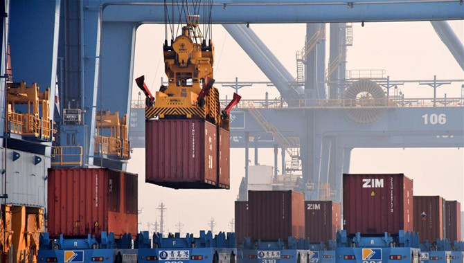 Automated port terminal in Qingdao handles 790,000