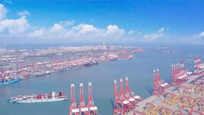 Fully automated Qingdao CT lifts 790,000 TEU in fir