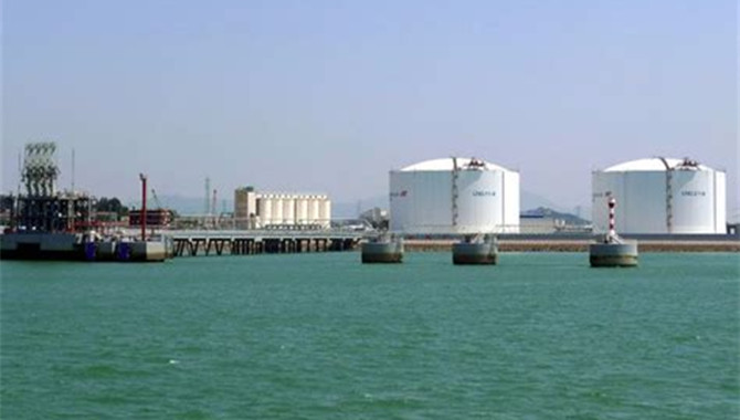 CNOOC to work with China Gas on LNG container suppl