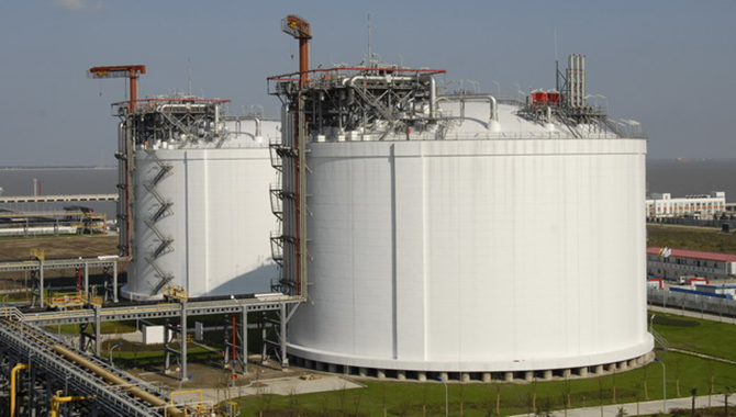 China's self-developed LNG storage tank put into op