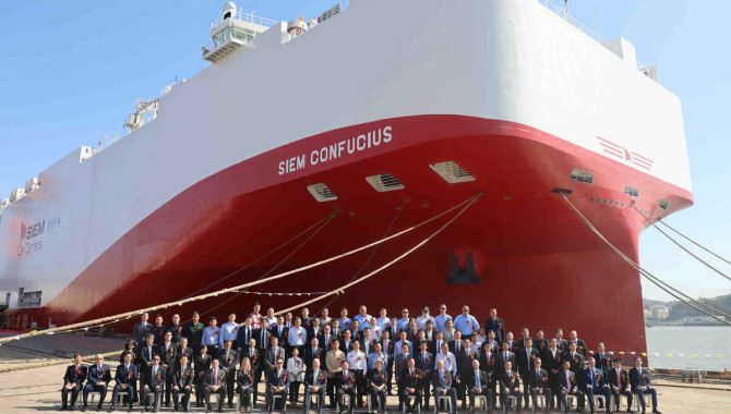 LNG vessels get their names in Xiamen