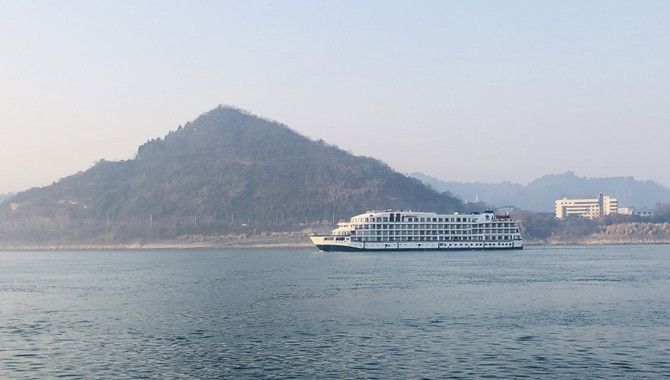 "Seven Cruise ships sheltering Wuhan medics as ""wa"
