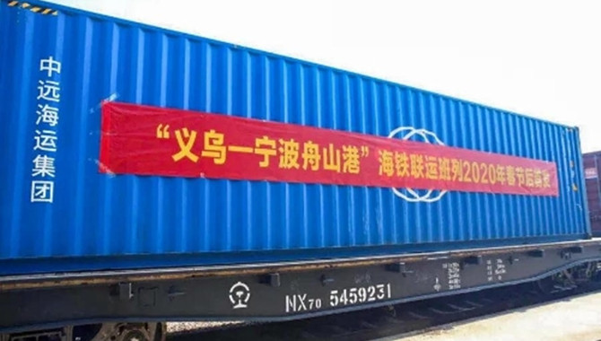The First Train of Sea-Rail Intermodal Transport af