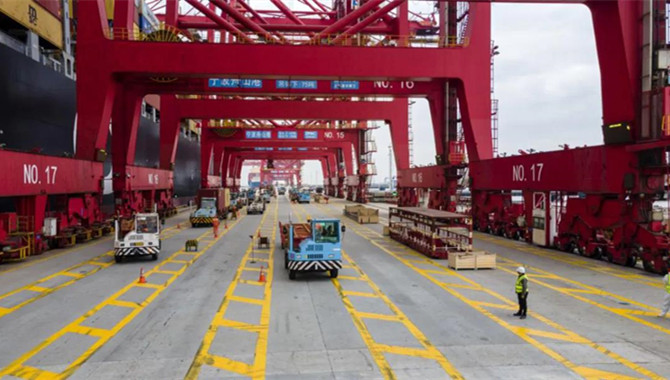 Ningbo Zhoushan Port's container throughput exceede
